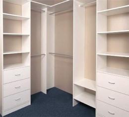 Устройство гардеробной комнаты эконом
