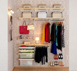 Открытые гардеробные системы в спальне