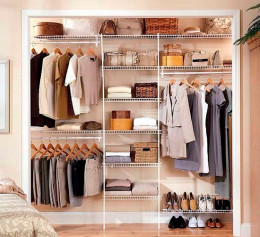 Встраиваемая гардеробная система в спальне