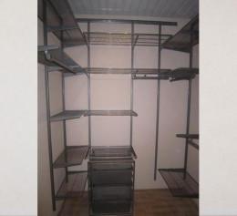 Навесная гардеробная система для кладовки