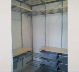 Системы хранения вещей в небольшой гардеробной