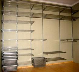Сетчатая гардеробная система в квартире встроенная