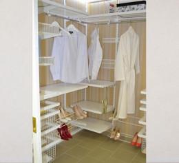 Встроенная гардеробная система сетчатая