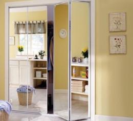 Двери на шкаф встроенный в прихожую складные со стеклом