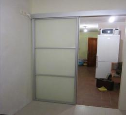Подвесная раздвижная дверь алюминевая