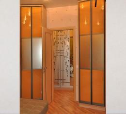 Распашные двери в шкаф купе с делителем