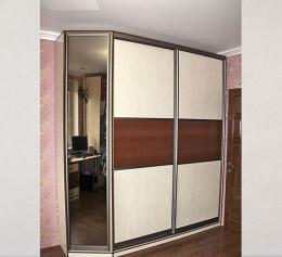 Распашные двери в шкаф купе с зеркалом
