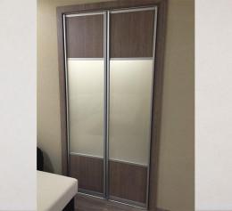 Распашные двери в шкаф купе со стеклом