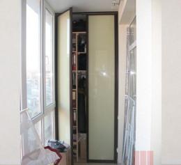 Дверь в кладовку складная