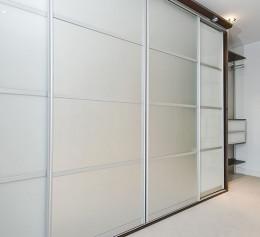 Шкаф купе с матовым стеклом белый глянец