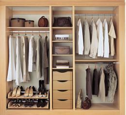 Шкаф купе двухдверный с зеркалом с полками для обуви