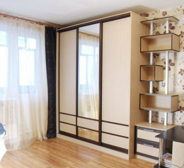Шкаф купе с зеркалом трехдверный до потолка