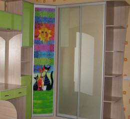 Шкаф купе в детскую комнату с открытой частью