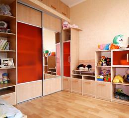 Шкаф купе в детскую комнату с ящиками выдвижными