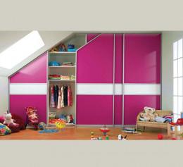 Шкаф купе в детскую комнату со стеклом лакобель