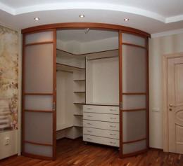 Полукруглый шкаф купе в спальню