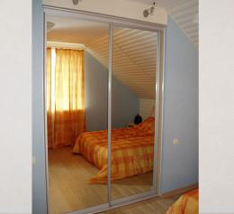Шкаф купе с зеркалом в спальню двухдверный