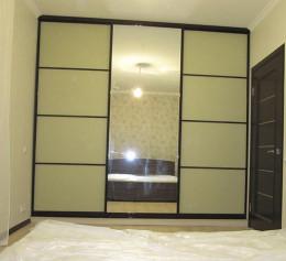 Шкаф купе с зеркалом в спальню с тонировкой оракал