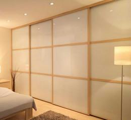 Шкаф купе во всю стену в спальню со стеклом