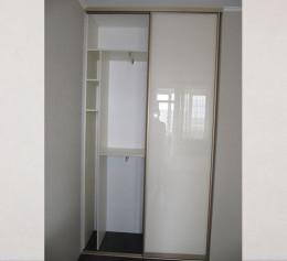Угловой шкаф купе в спальню двухдверный