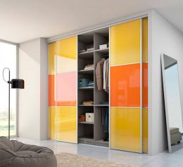 Встроенный шкаф купе яркий
