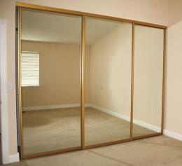 Шкаф купе с 3 зеркалами