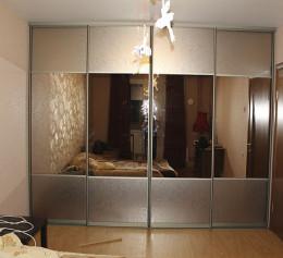 Шкаф купе с коричневым зеркалом