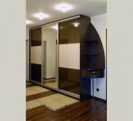 Шкаф купе в прихожую трехдверный с зеркалом