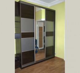 Шкафы купе 3 х дверные с зеркалом
