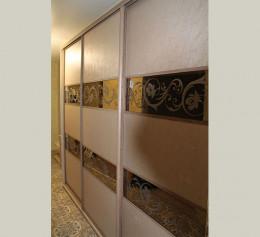 Шкафы купе зеркало с кожаными вставками