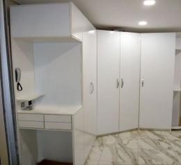 Шкаф белый в прихожую с глянцевыми фасадами | 1254
