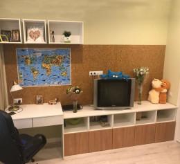 Письменный стол и полочки в детскую  |1274