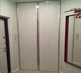 Распашные двери в гардероб  |1295