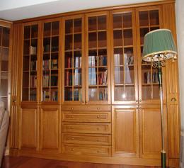 Купить книжный шкаф из массива дерева