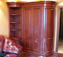 Угловой шкаф из массива дерева