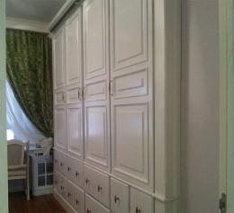 Встроенный шкаф в стиле прованс
