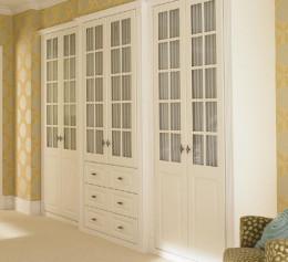 Купить шкаф классический с распашными дверями