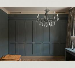 Серый классический шкаф