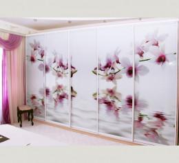 Шкаф белый с цветами