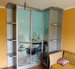 Угловой шкаф для маленькой комнаты