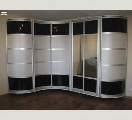 Шкаф черно белый с зеркалом