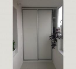 Шкаф узкий закрытый