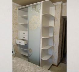 Белый одностворчатый шкаф