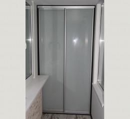 Большой шкаф на балконе