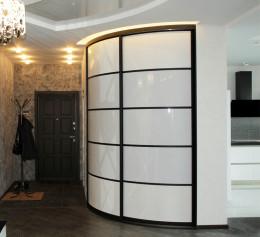 Встроенный шкаф в коридоре угловой