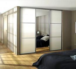 Шкаф с зеркалом для одежды