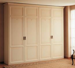 Небольшой шкаф для одежды в спальню