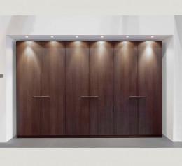 Шкаф распашной коричневый