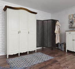 Шкафы трехстворчатые распашные