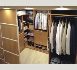 Шкафы в коридор с распашными дверями